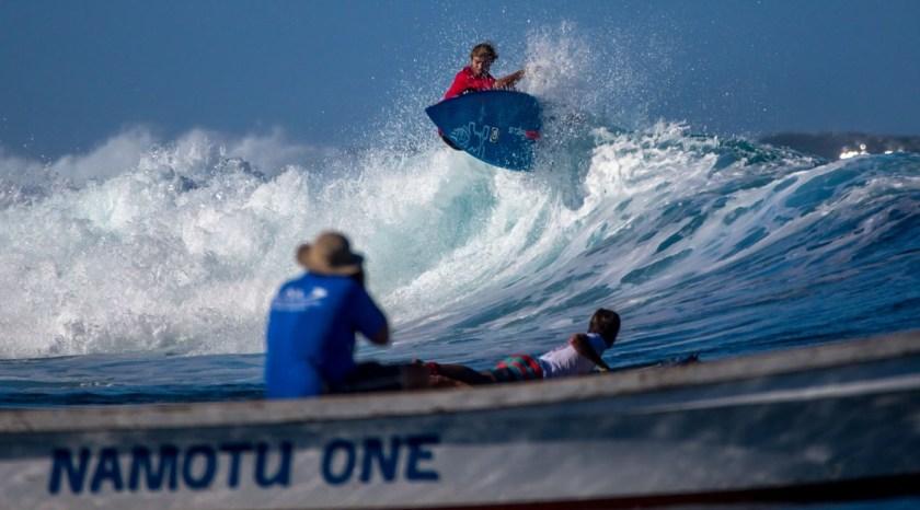 zane-schweitzer-sup-surf-fins-pro-model-black-project-fiji-isa-world-champion